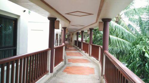 way to villa